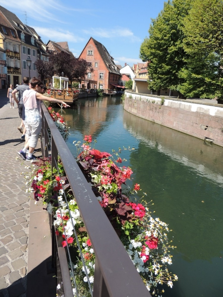 France Genealogy by popular US online genealogists, Price Genealogy: image of a canal in a French town.