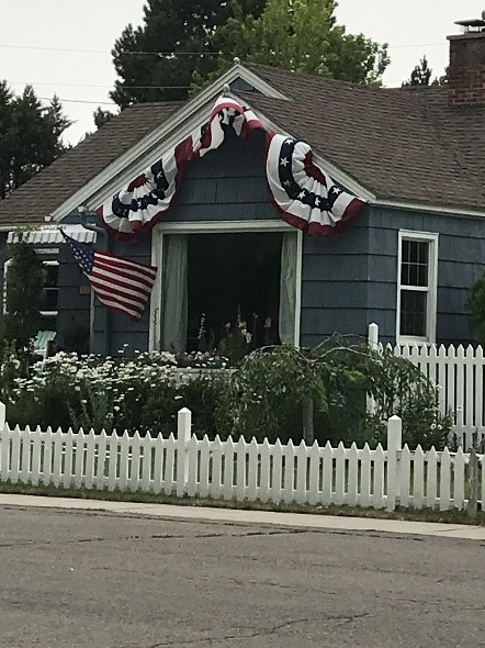 Sons of the American Revolution by popular US online genealogists, Price Genealogy: image of a house decorated with American flags.